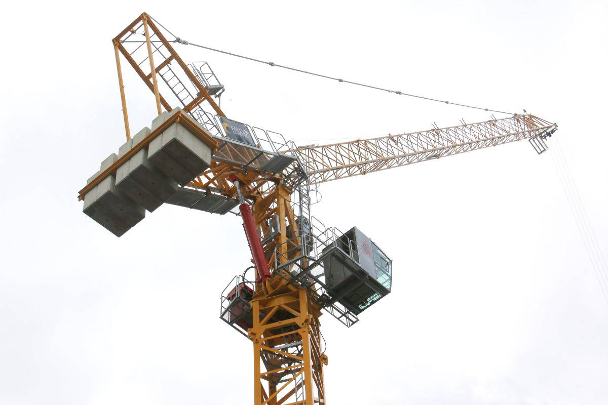 The best hydraulic luffing cranes on the market in London