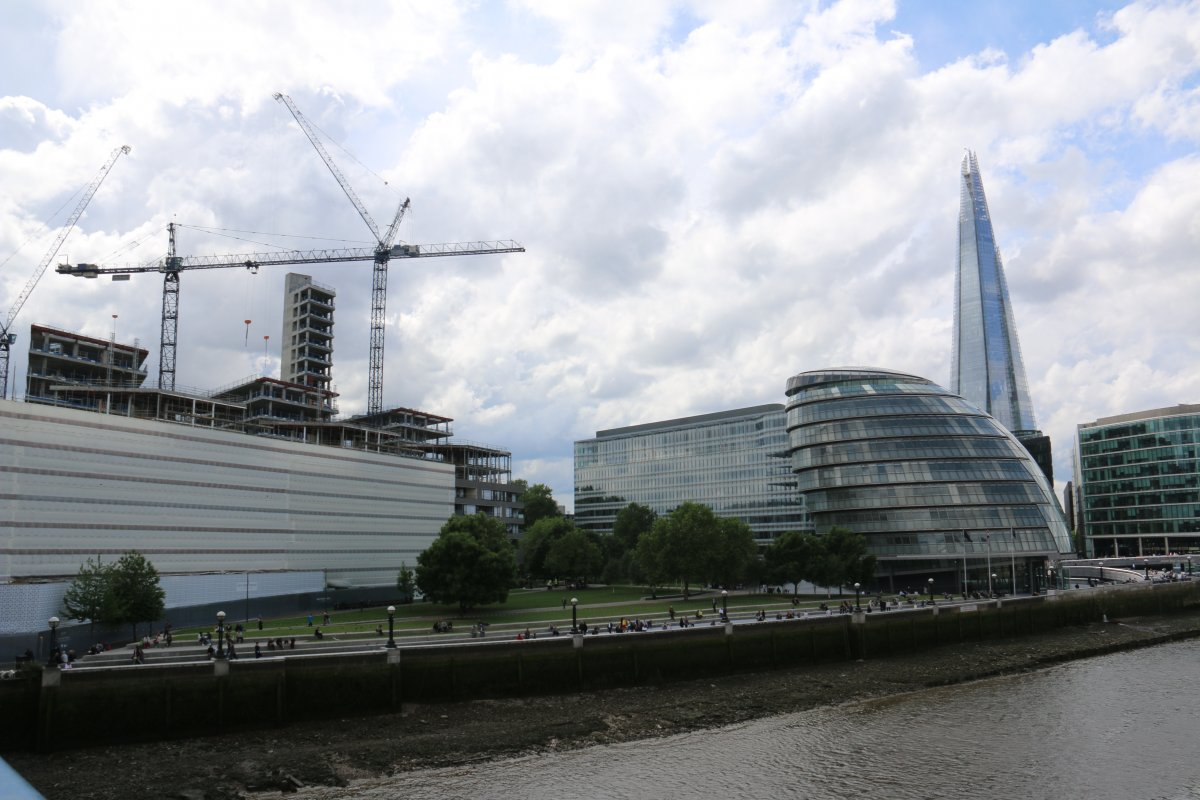 Hammerhead and Luffing cranes in London
